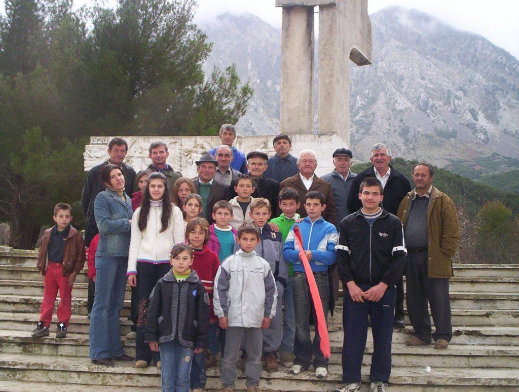 Lapidari kushtuar deshmoreve ne Kallarat